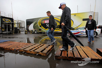 Greg Biffle, Roush Fenway Racing Ford, Jamie McMurray, Roush Fenway Racing Ford, A.J. Allmendinger, Richard Petty Motorsports Dodge walk through the garage area in the rain after the drivers meeting