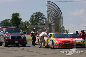 Race is stopped after the crash of Sam Hornish Jr., Penske Racing Dodge and Jeff Gordon, Hendrick Motorsports Chevrolet