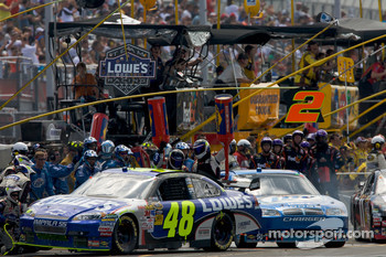 Pit stop for Jimmie Johnson, Hendrick Motorsports Chevrolet and Kurt Busch, Penske Racing Dodge