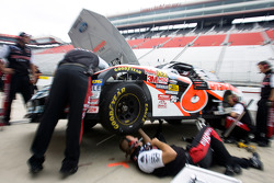 The Discournt Tire crew makes changes to David Ragan's race car
