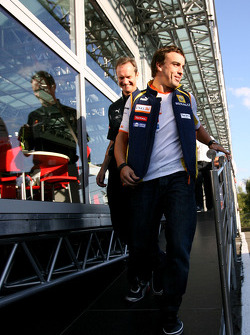 Fernando Alonso, Renault F1 Team goes out of the Red Bull Racing energy station