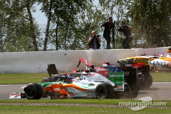 Crash, Adrian Sutil, Force India F1 Team, Jaime Alguersuari, Scuderia Toro Ross, Lewis Hamilton, McLaren Mercedes, Romain Grosjean, Renault F1 Team