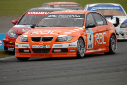Colin Turkington defends from Fabrizio Giovanardi