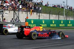 Daniil Kvyat, Red Bull Racing RB12, und Felipe Massa, Williams FW38, im Positionskampf