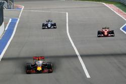Daniel Ricciardo, Red Bull Racing RB12 running the Aero Screen