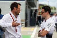 (Balról - Jobbra): Alex Wurz, Williams versenyzői mentor / GPDA elnök és Stoffel Vandoorne, a McLaren teszt- és tartalékversenyzője