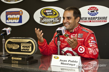 Pole winner Juan Pablo Montoya, Earnhardt Ganassi Racing Chevrolet