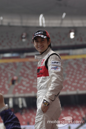 China drivers gets ready for practice