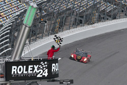 #77 Doran Racing Ford Dallara: Memo Gidley, Fabrizio Gollin, Brad Jaeger, Derek Johnston takes the checkered flag