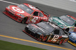 Brad Keselowski, Penske Racing Dodge and Juan Pablo Montoya, Earnhardt Ganassi Racing Chevrolet