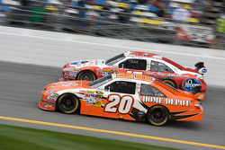 Joey Logano, Joe Gibbs Racing Toyota and Marcos Ambrose, JTG Daugherty Racing Toyota