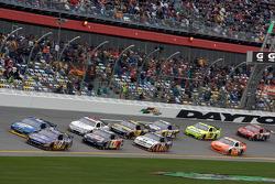 Matt Kenseth, Roush Fenway Racing Ford and Kurt Busch, Penske Racing Dodge lead the field