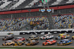 Denny Hamlin, Joe Gibbs Racing Toyota leads a group of cars