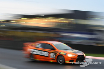 #62 GLOBE / Westrac, Mitsubishi Evo X RS: Peter Hill, Eric Bana, Tim Leahey