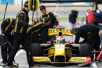 Vitaly Petrov, Renault F1 Team, R30