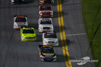 Jason White leads Dennis Setzer and Matt Crafton