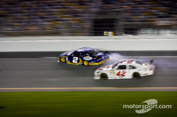 Kurt Busch, Penske Racing Dodge and Juan Pablo Montoya, Earnhardt Ganassi Racing Chevrolet collide