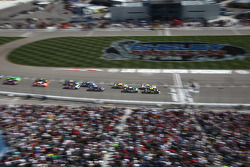 Restart: Jeff Gordon, Hendrick Motorsports Chevrolet and Greg Biffle, Roush Fenway Racing Ford lead the field