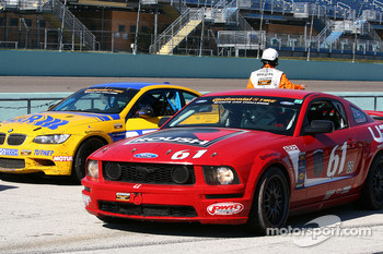 Winner, #61 Roush Performance Ford Mustang GT: Billy Johnson, Jack Roush Jr.