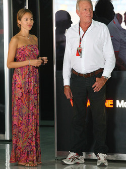 Jessica Michibata girlfriend of Jenson Button and Joh Button, Jenson's father