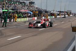 Scott Dixon, Target Chip Ganassi Racing with a broken wing