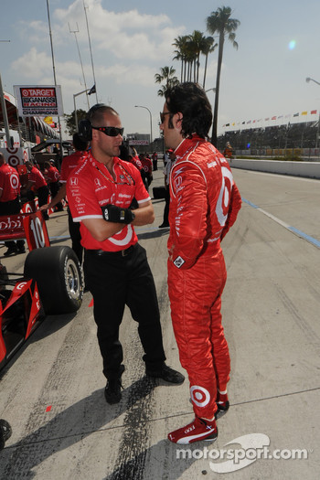 Dario Franchitti talking with one of his crew members