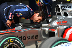 Mark Webber, Red Bull Racing takes a look at the McLaren