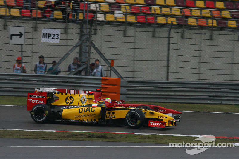 Robert Kubica, Renault F1 Team and Felipe Massa, Scuderia Ferrari