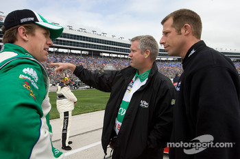 Carl Edwards talks with both of his crew chiefs, Bob Osborne and Drew Blickensderfer