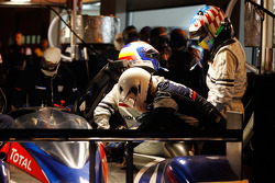 Pit stop for #1 Team Peugeot Total Peugeot 908: Marc Gene, Alexander Wurz, Anthony Davidson, Sébastien Bourdais