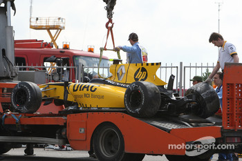 The car of Vitaly Petrov, Renault F1 Team is returned to the pits