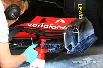 McLaren Mercedes mechanic use painting to work on aero