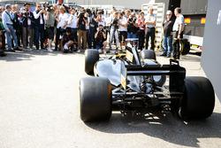 Pirelli zeigt eine Designstudie für ein Formel-1-Auto 2017 mit neuen Reifen