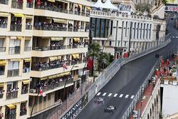 Льюіс Хемілто випереджає Ніко Росберга, Mercedes AMG F1 W07 Hybrid