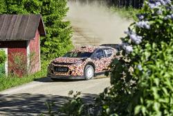 Kris Meeke tests the Citroën C3 WRC 2017