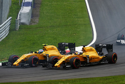 Jolyon Palmer, Renault Sport F1 Team RS16 and team mate Kevin Magnussen, Renault Sport F1 Team RS16 at the start of the race