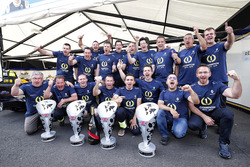Team Renault e.Dams celebrate the drivers and team championship