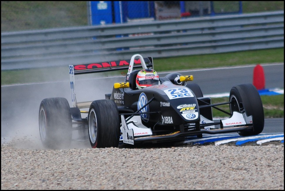 F3 car missing the line, ATS Formel 3 Cup Oschersleben I 2010