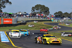 Tony Quinn leads the field durin g the Sandown round of the Australian GT Championship - September