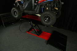 PRO 2500 lifts a Polaris Razor 900