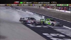 Smoke and Kenseth Wreck For Lead - Bristol - 08/25/2012