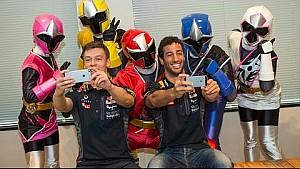 Daniel Ricciardo and Daniil Kvyat Meet NinNinJer!