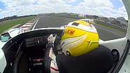 Earl Bamber pilote la Porsche LMP1 de 1998