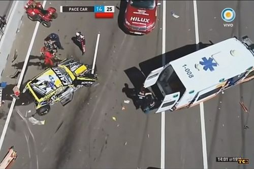 VÍDEO: Forte acidente interrompe final da TC na Argentina