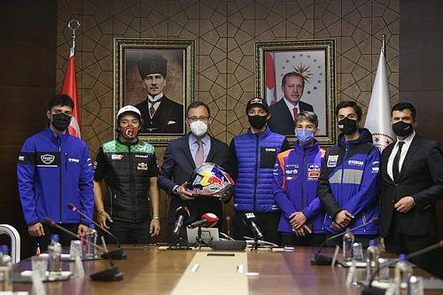 Bakan Kasapoğlu, milli sürücülerimizi konuk etti
