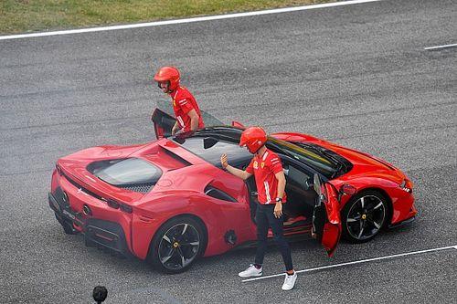 Leclerc-t a hányinger kerülgette, Vettel élvezte: itt a videó a Ferrari mugellói szemkendős autózásáról