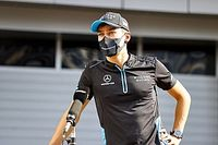 F1: Russell agradece Hamilton e Alonso, mas quer 'se provar' na pista