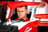 Sokba került Mick Schumachernek a bakui hiba