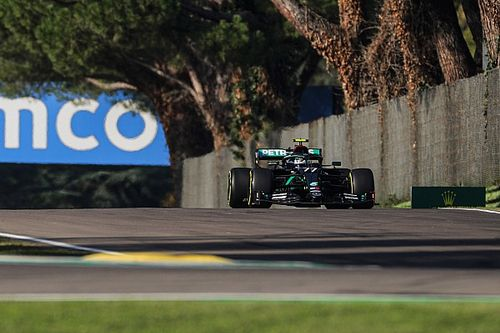 "Bottas glundert na 15de pole, Hamilton baalt van ""slechte ronde"""