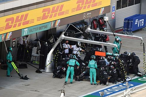 Mercedes F1 explica por qué adelantó la parada de Hamilton en Rusia